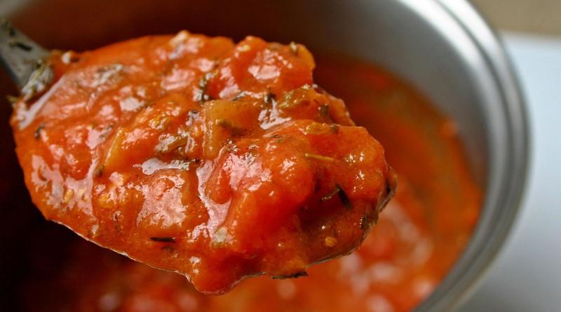 Tomatensuppe mit-Garnelen und Alaska Seelachsfilet