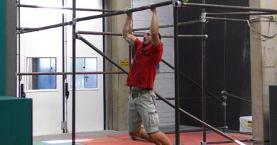 Klettertraining: Turnaround Pull-Ups an der Klimmzugstange