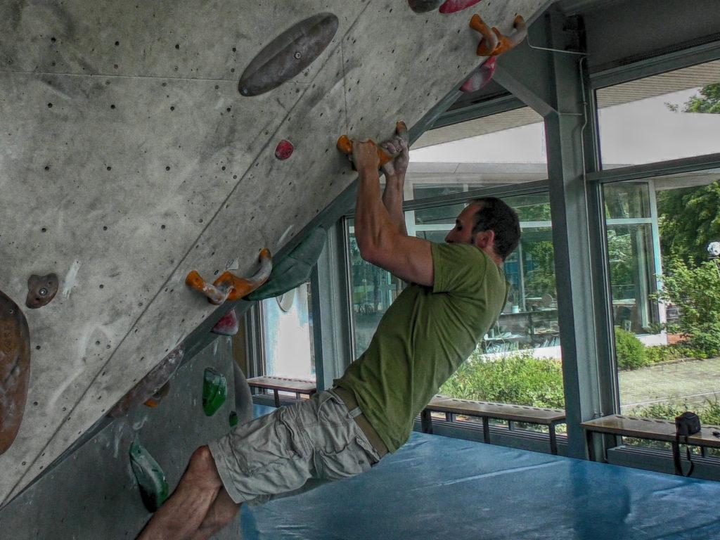 Technikfehler Klettern: Klammern kostest Kraft