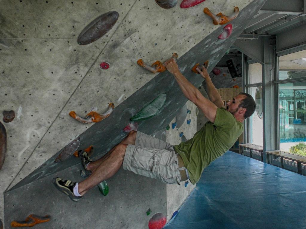 Technikfehler Klettern: Langer Arm statt Klammern