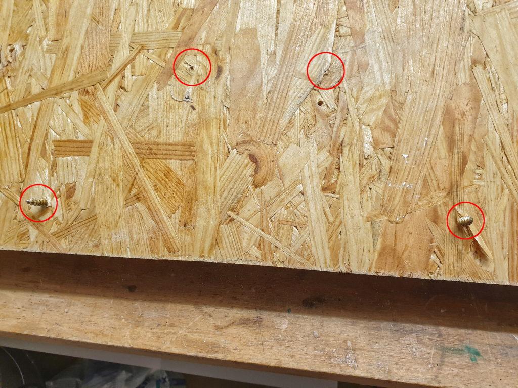 Trainingsboard-Montage: Platten mit durch geschraubten Schrauben