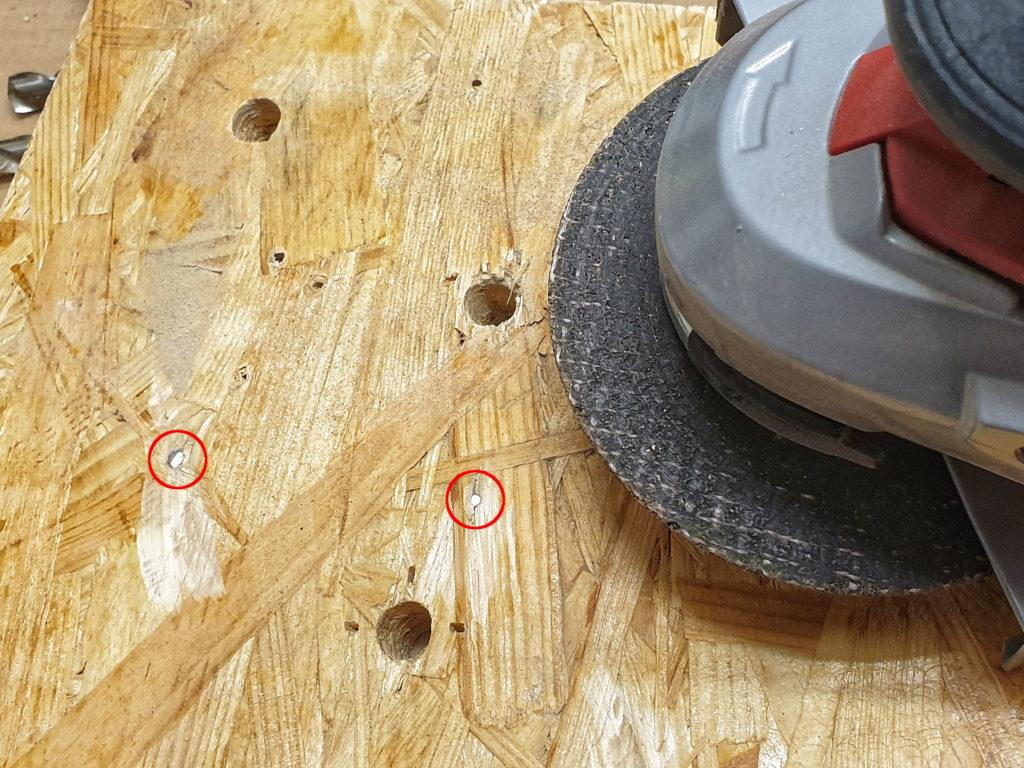 Trainingsboard-Montage: Sauber abgtrennte Schrauben mit einer Flex